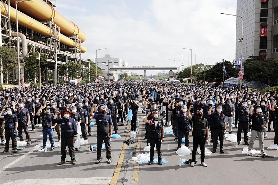 금속노조가 8월 25일 현대제철 당진공장 통제센터 앞에서 '현대제철 직접고용 쟁취 금속노조 결의대회'를 열고 있다. 변백선