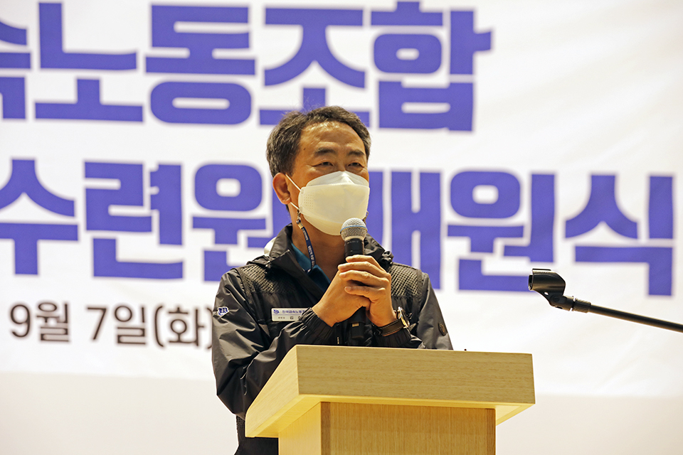 김호규 금속노조 위원장이 9월 7일 '전국금속노동조합 단양청소년수련원 개원식'에서 인사말을 하고 있다. 변백선